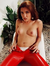 Hot ladyboy orgasm close up in free porn photo gallery